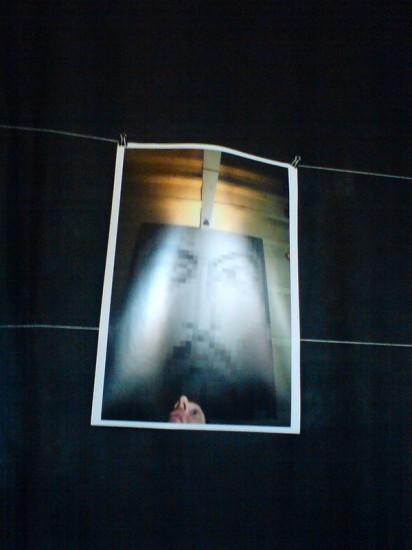 пиксельный Христос: работа висит на потолке