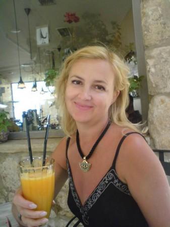 Галина Пилипенко, журналист, украшение - от Фрай Вилле - награда за лучший телесюжет о пребывании владельца марки в Ростове.