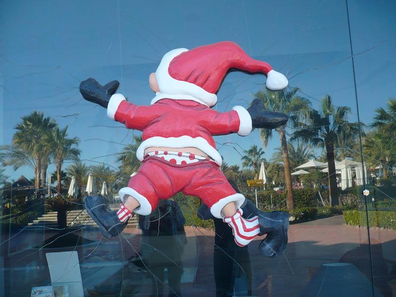 так выглядит арабский Дед Мороз. Сфоткала Галина Пилипенко