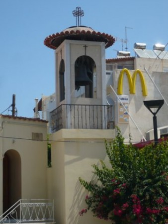 """И """"Макдоналдс"""" и церковь. Фотографиня Галина Пилипенко сняла это на острове Крит"""