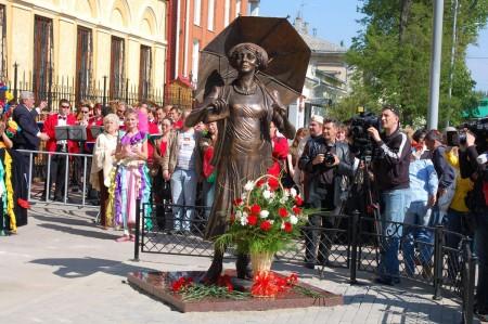 Открытие памятника Раневской в 2008 году