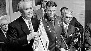 Гагарин приехал в Англию по приглашению британских литейщиков