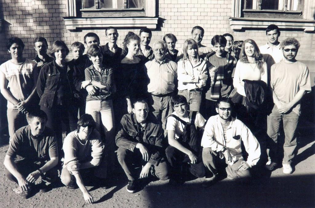 """Съёмочная группа """"Дневника убийцы"""" позирует для того, чтобы стать якобы """"архивным фото"""", как того требовал сценарий."""