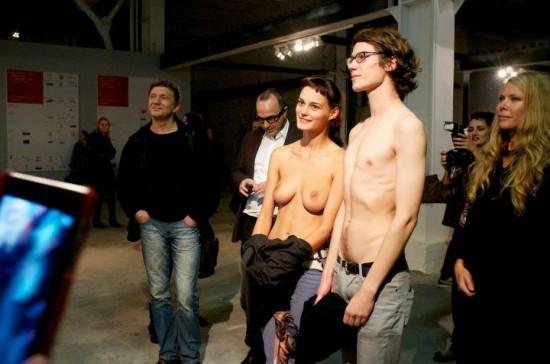 Леша Курипко - слева. Московская биеннале современного искусства 2011