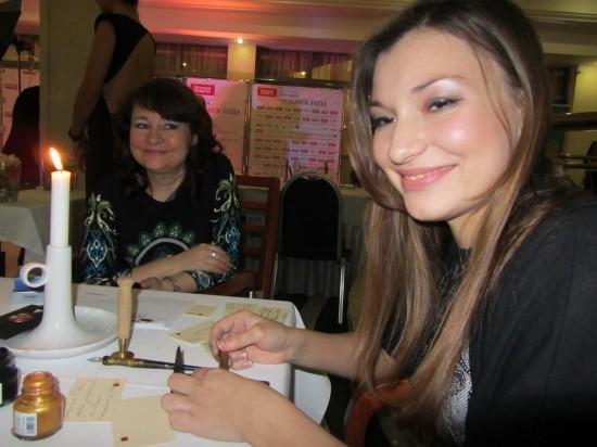 Людмила Андрейченко и Евгения Ерёмина - каллиграфическая девушка.