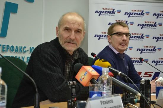 Пётр Мамонов и Денис Третьяков. Эту фотографию сделал Андрей Пономарёв, а Денису она почему-то не нравится!