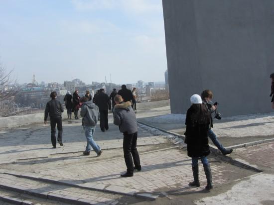 """Журналистов высадили на самой высокой точке города. Откуда лучше всего, по словам Алексея Петруненко,  """"Виден серый, грязный Ростов"""""""