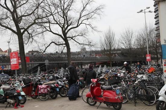 Велопарковка у Центрального вокзала рассчитана на 7000 великов