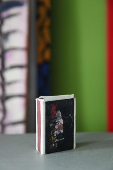 """Митя - сын, то есть Дмитрий Посиделов сфотографировал спички Фимы Мусаилова (художник """"Ура Бум Бум"""")"""