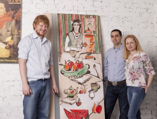 Художник Максим Ильинов провел мастер-класс по росписи двери