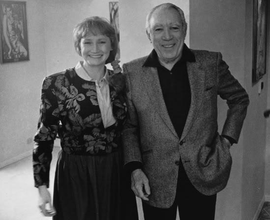 На фотография из домашнего архива Лизы Далтон она с одним из учеников Чехова. Это - Энтони Куин.