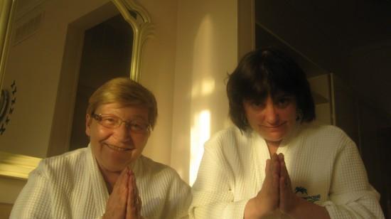 Бабушка Яши - Любовь Баблоянц и мама Яши - Екатерина Емельянова