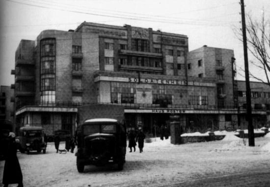 """гостиница """"Ростов"""", в которой немцы разместили зольдатенхейм - солдатский дом - центр отдыха для немецких солдат."""
