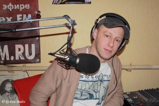 Роман Сысоев. В описываемые времена - ведущий радио «Мираж» — студия «8 level»