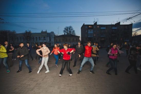 в Ростове прошел танцевальный флешмоб  в Ростове прошел танцевальный флешмоб