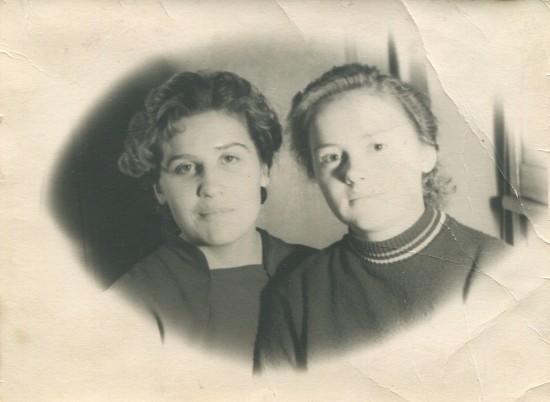 Галина Волкова - подруга мамы - Валентины Пилипенко (справа соответственно).