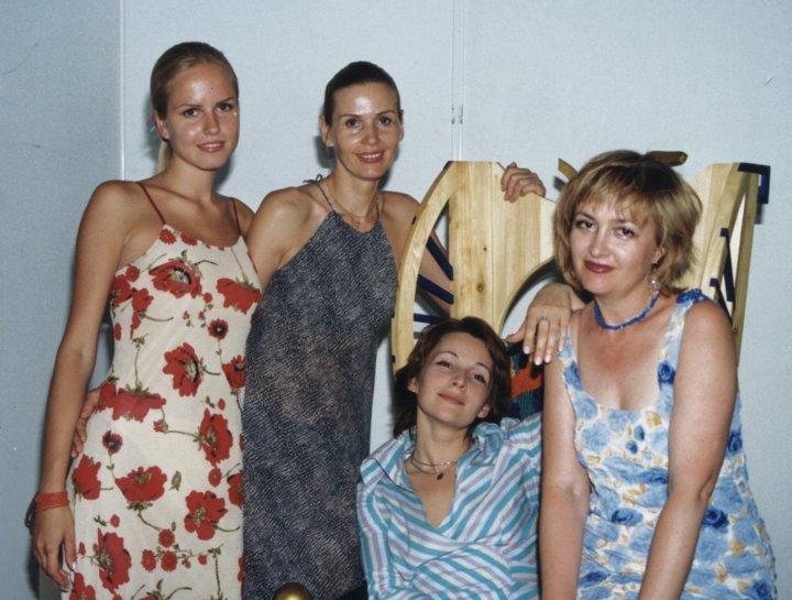 Модель Ксения Рощина, ее мама, дизайнер Лия Матиосова и журналист Галина Пилипенко