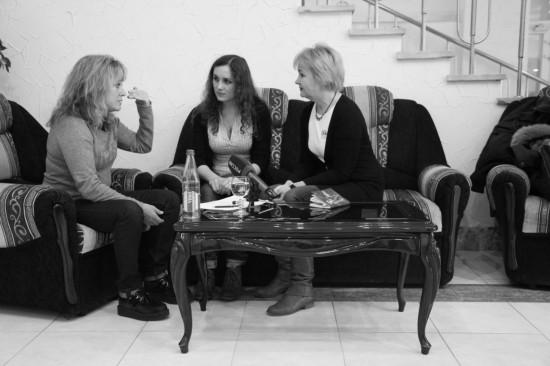 Сьюзи Кватро, переводчица Оля и я Галина Пилипенко. Фото: Дмитрий Посиделов