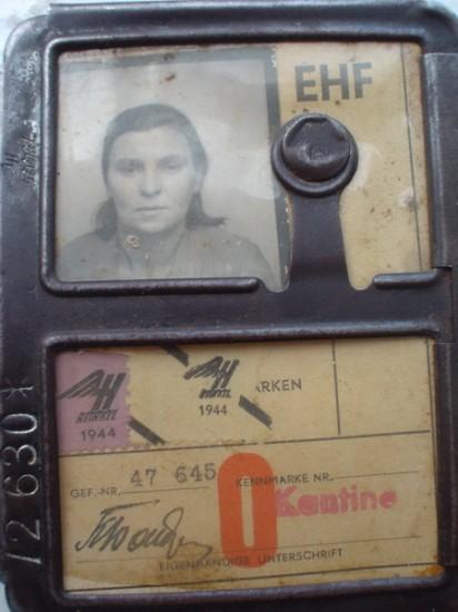 Лагерный аусвайс Ксени Бондаренко, 1944