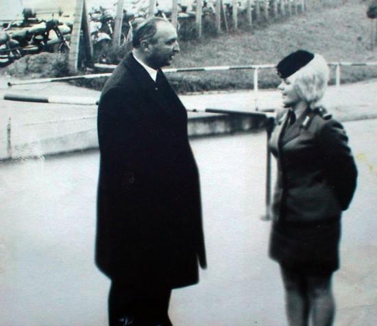 Игорь Бондаренко на месте бывшего   авиазавода Хейнкеля «Мариене». Росток, 1973