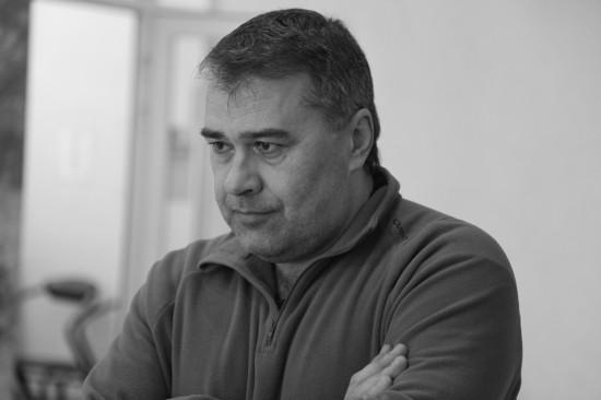 Оператор Сергей Волоконский взирает на кумира Suzi Quatro. Фото: Дмитрий Посиделов