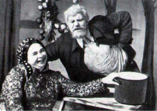 М. М. Климов и О. Н. Воробьёва в сцене из спектакля «Ураган» Таганрогского драматического театра, 1973.