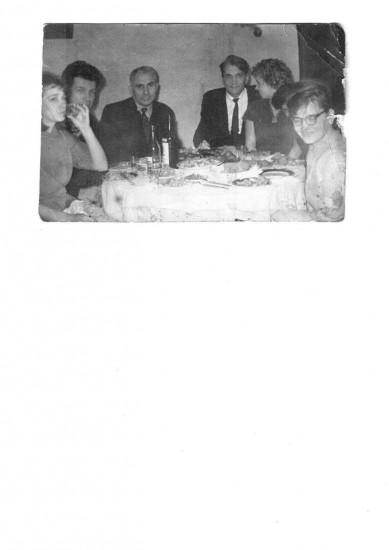 Эльфрида Павловна Новицкая ( справа). В центре, чуть правее - Олег Кожин