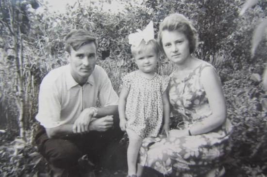 Анатолий,его дочь Галина Пилипенко (то есть я) и Валентина Пилипенко