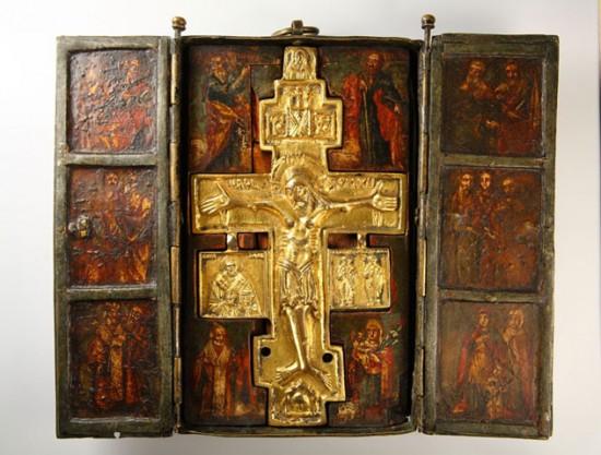 Распятие Христово с Этимасией и избранными святыми в складне трехстворчатом XVIII века.