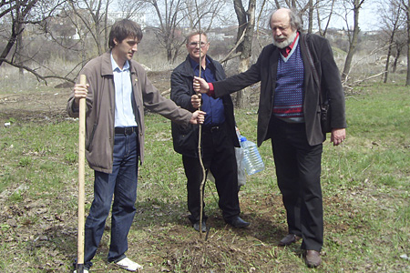 «Змиевская балка» появился молодой дуб, высаженный в честь психоаналитика Сабины Шпильрейн
