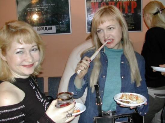 сестра Люся Андрейченко и я Га-люся Пилипенко