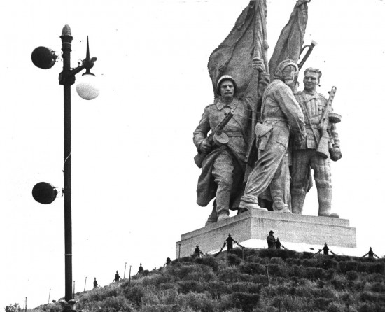 """Пятиморск. Волга-Дон. Памятник """"Соединение фронтов""""."""