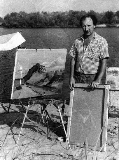 Валерий Кульченко на этюдах. Голубинские пески. 1980 год.