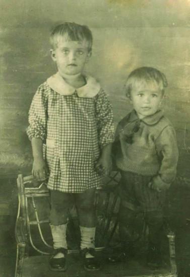 На долгую, добрую память дорогому папе от сына Кости и дочки Тани. Станица Романовская, 1941 год