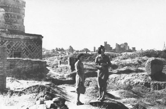 Таня на раскопках. Афрасиаб. Самарканд. 60-ые годы