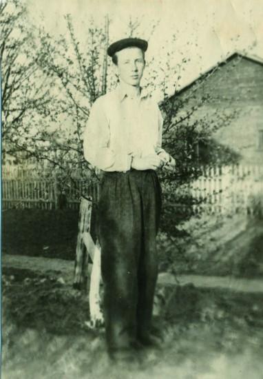 Валерий Кульченко перед отъездом в Ростов-на-Дону. г. Калач-на-Дону, 1961