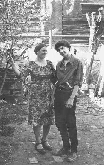 Таня Кульченко с сыном Серёжей. Нахичевань. 1977 год.
