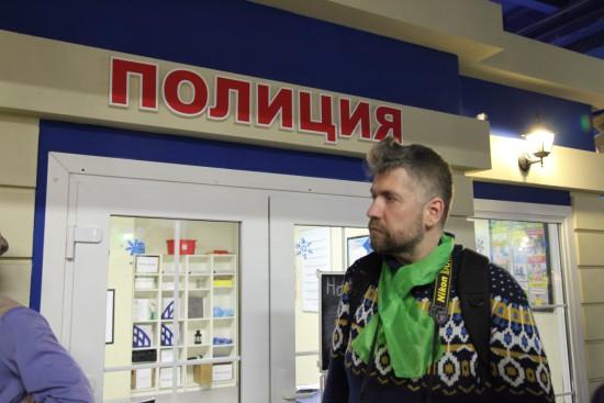 """Нет, никто в полицию не попал. Это блогер Миша Малышев. изучает криминалистику """"КидБурга"""". и отчитывается в http://mimal.livejournal.com/1253418.html"""