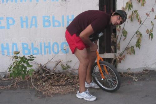 Режиссер и оператор: Дмитрий Попандопуло попробовал поездить на одном колесе.