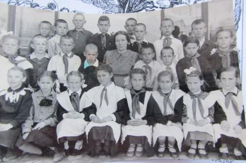 1955 год, КСШ N 1, 4 класс. Классный руководитель - Анна Петровна Балахнина - родная сестра моей мамы - Марии Петровны Кульченко.