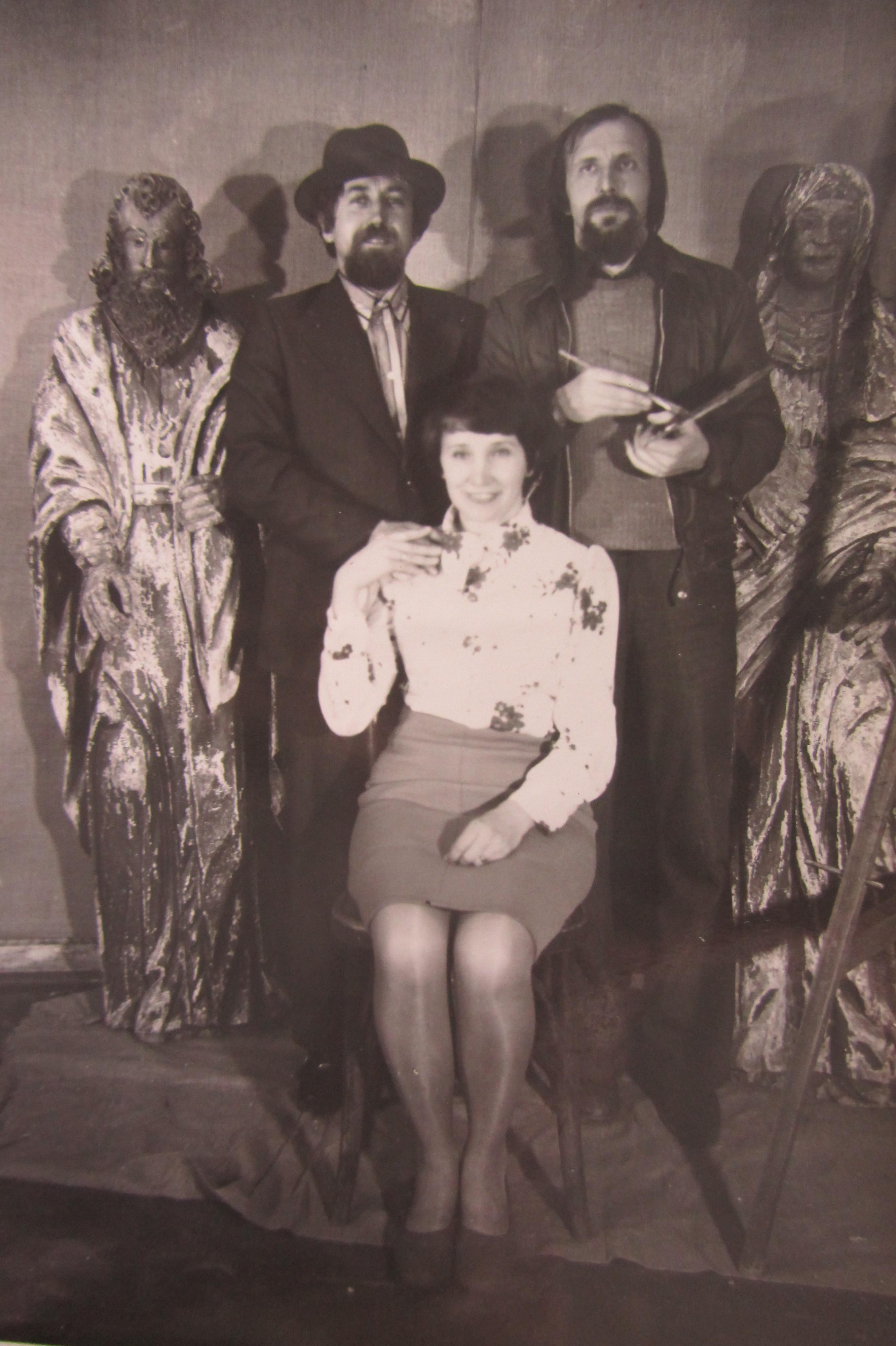 Искусствовед Александр Токарев, художник Валерий Кульченко, Галина Токарева. Фото: Миша Соколенко. Зима 1977 года.