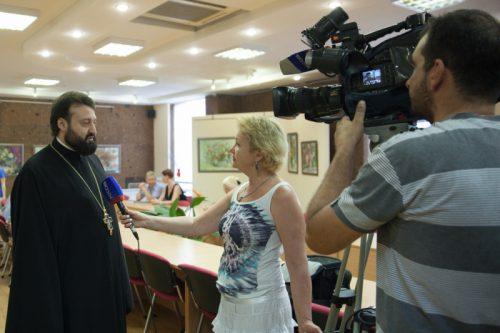 За работой Галину Пилипенко и Владимира Хорогозяна («Вести Дон») застали фотографы сайта Дон православный