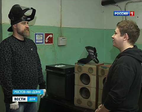 Александр Федосов, Егор Андрейченко в сюжете про «КРУШИ-ЛОМАЙ ROOM» в Ростове