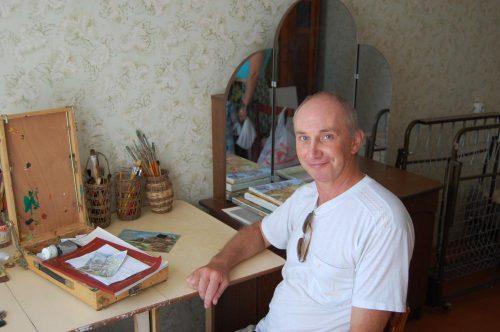 Фотка - Влад Протопопов в своей мастерской. Таганрог, август 2013. Фото - А. Астахова.