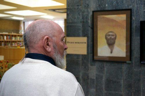 на выставке живописи Виктора Сетунова в Ростове-на-Дону. Фото: Валентин Картавенко