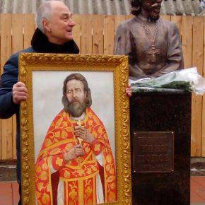 В Ростове установили памятник священнику