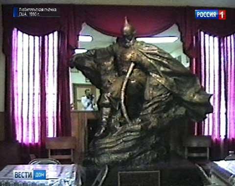 Евгений Шолупов снял на видео скульптуру работы Сергея Королькова в США