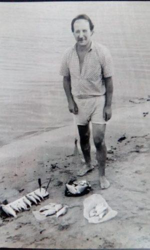 Валерий Кульченко на рыбалке. Лето 1989 год. Ростов-Калач-Голубинские пески на Дону