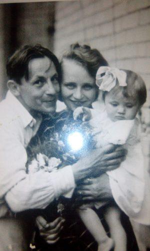Виктор Баринов, его вторая жена и дочь Людмила. Ростов-на-Дону.