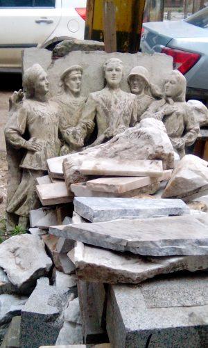 Фигуры, созданные Виктором Бариновым, были сбиты со здания Кинохроники в Ростове-на-Дону